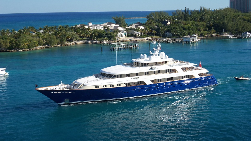 Steps to Choose the Right Luxury Yacht Charter